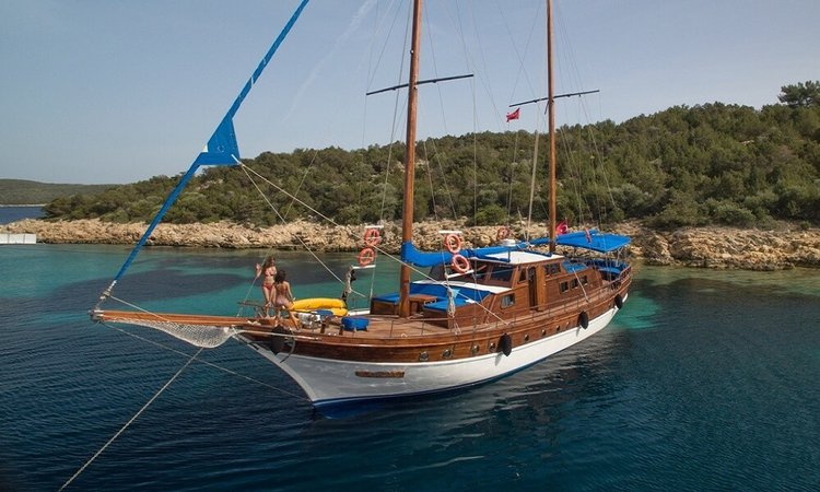 This 65.61' Custom cand take up to 12 passengers around Bodrum