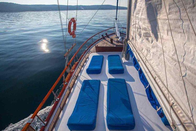 This 68.89' Custom cand take up to 12 passengers around Split