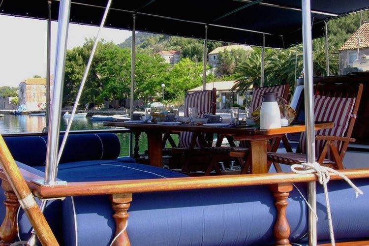Classic boat rental in Split,