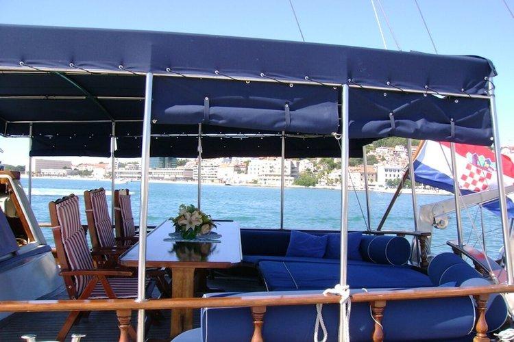 Custom's 72.17 feet in Split