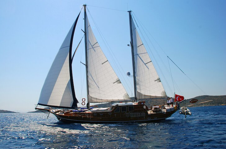 Up to 8 persons can enjoy a ride on this Classic boat