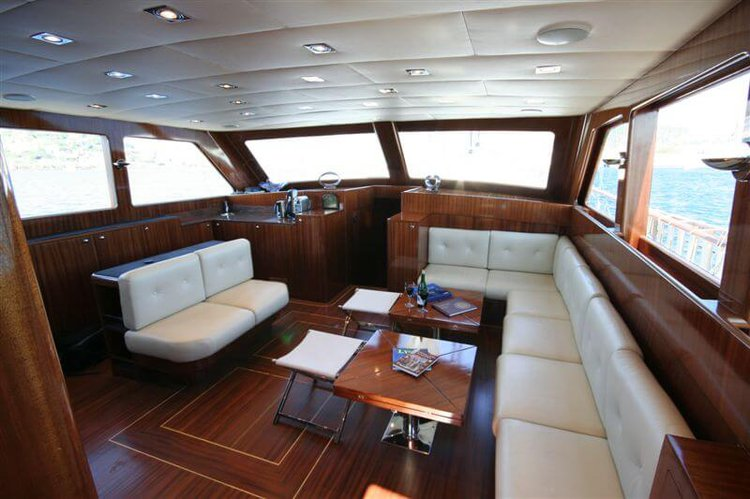 This 78.74' Custom cand take up to 8 passengers around Bodrum