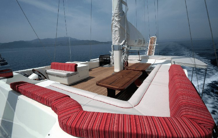 Discover Gocek surroundings on this Serenity 86 Custom boat