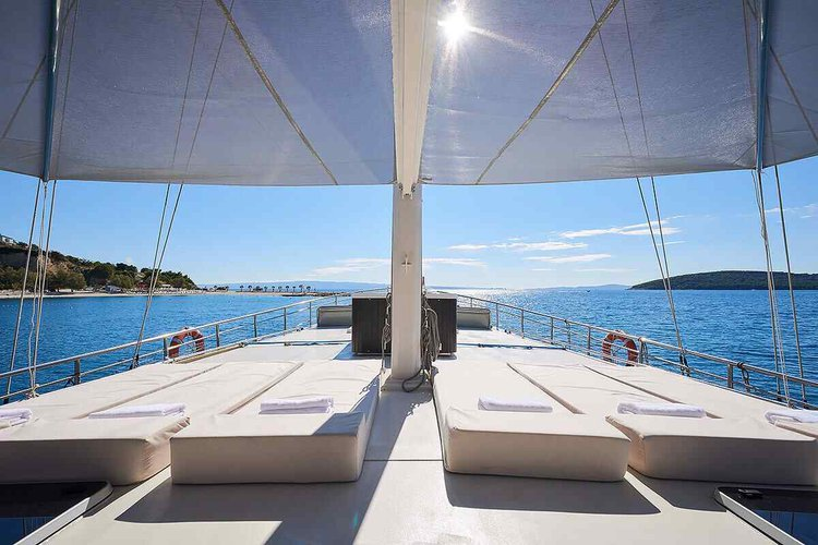 Discover Split surroundings on this Custom Custom boat