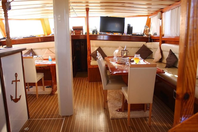 Discover Trogir surroundings on this Custom Custom boat