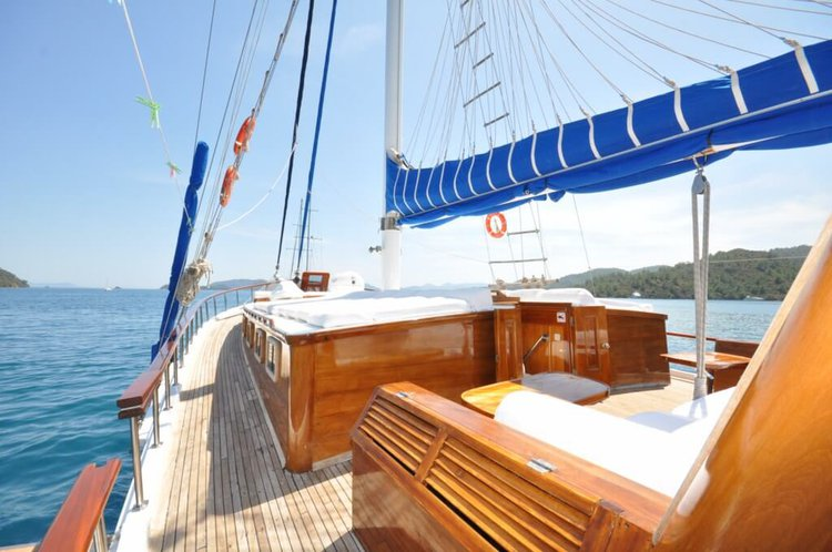 Up to 20 persons can enjoy a ride on this Classic boat