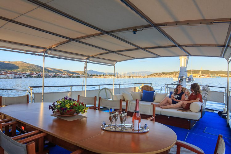 Motor yacht boat rental in Split,