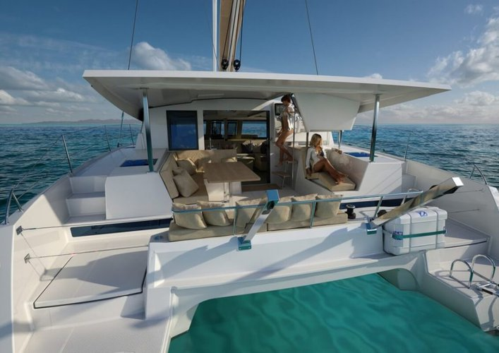 Discover Annapolis surroundings on this Lucia 40 Fountaine Pajot boat