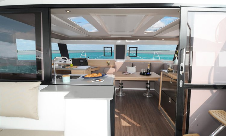 Discover Annapolis surroundings on this Helia 44 Fountaine Pajot boat