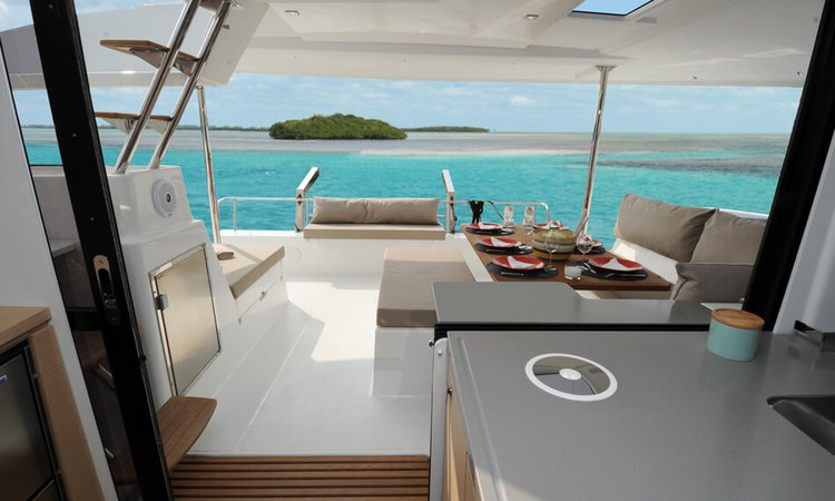 This 43.5' Fountaine Pajot cand take up to 6 passengers around Annapolis