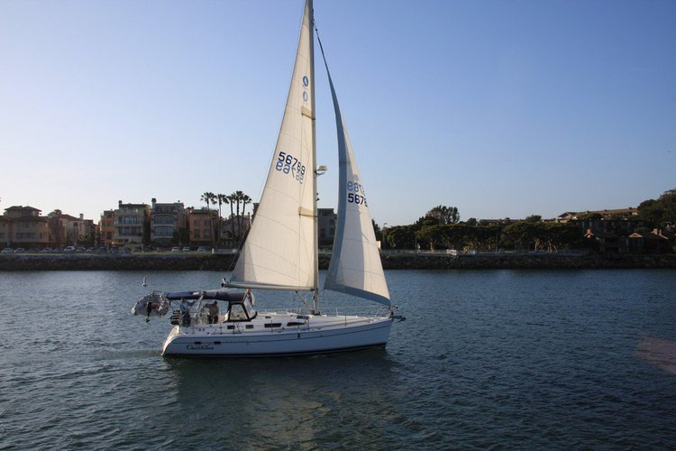This 41.0' Hunter cand take up to 6 passengers around Marina Del Rey
