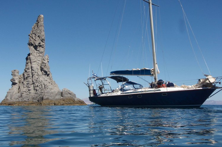 Discover Athens surroundings on this JIN FIZZ JEANNEAU boat