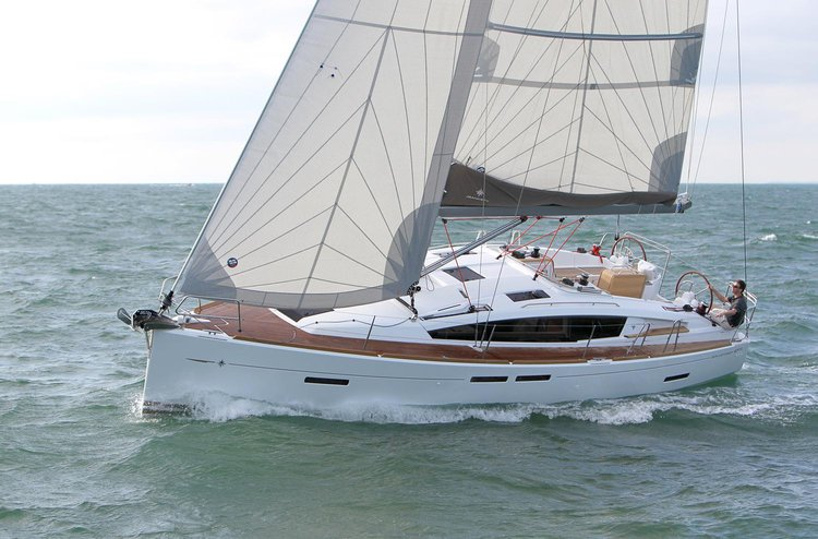 Discover Annapolis surroundings on this Sun Odyssey 41 DS Jeanneau boat