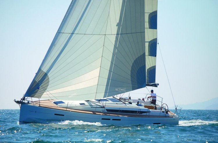 Discover Annapolis surroundings on this Sun Odyssey 449 Jeanneau boat