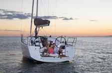 Experience comfort & luxury onboard Jeanneau Sun Odyssey 349