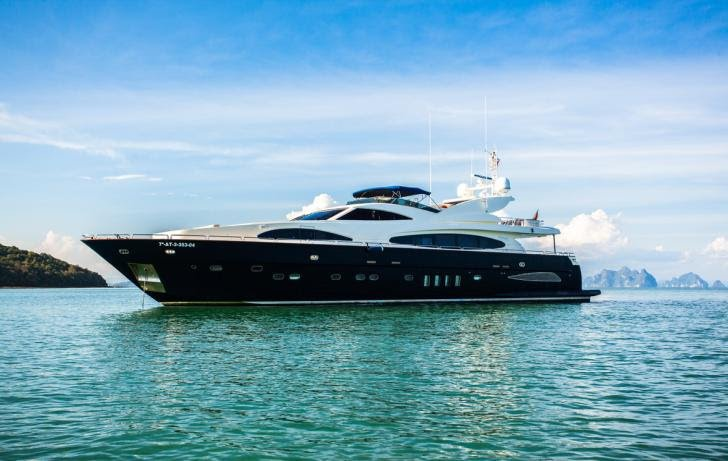 This 102.0' Astondoa cand take up to 25 passengers around Phuket
