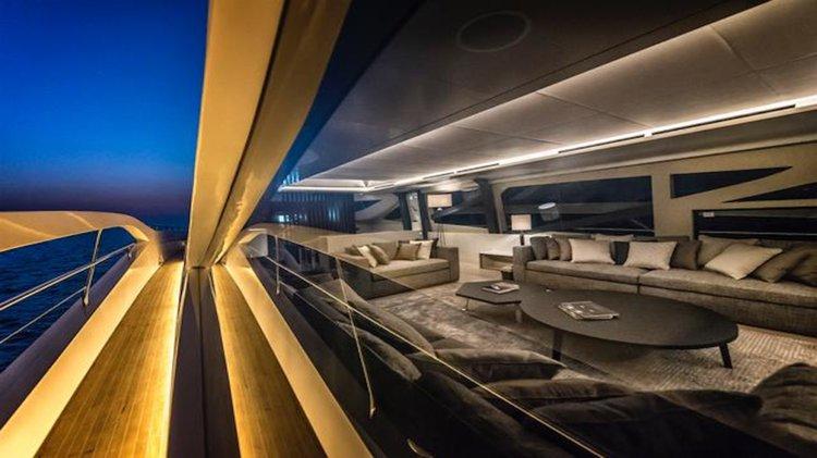 Discover Phuket surroundings on this Numarine 105 Custom boat