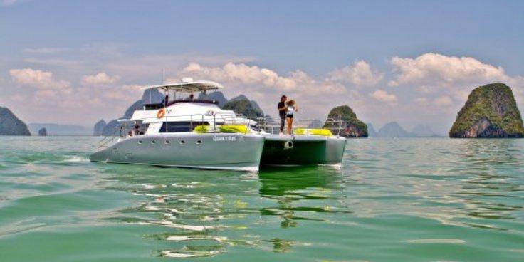 This 48.0' Custom cand take up to 30 passengers around Phuket