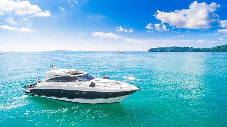Discover Phuket surroundings on this Princess 56 Custom boat