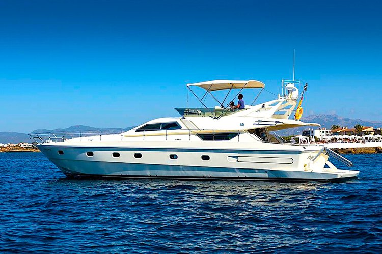 Boating is fun with a Motor yacht in Kos