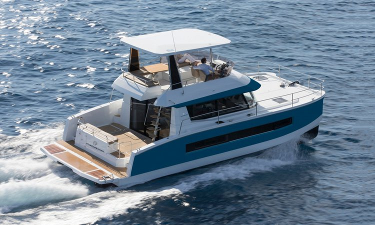 Cruise in style in Lisboa, Portugal aboard 37' power catamaran