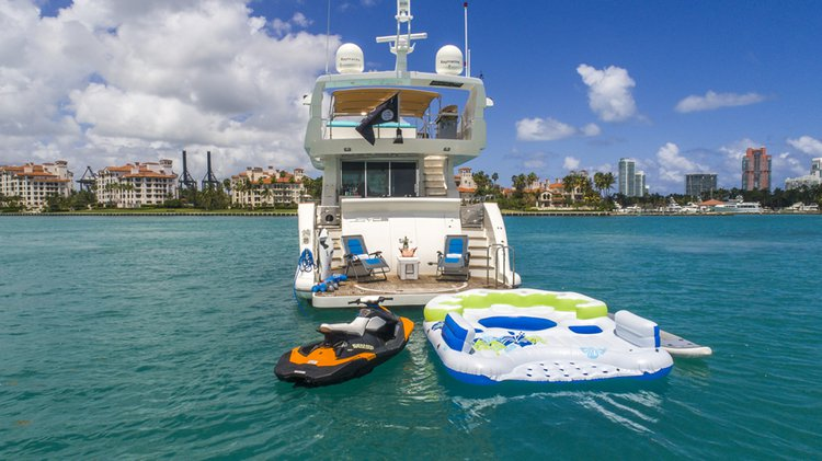 Discover Miami Beach surroundings on this 84' Custom Joyce Joyce boat
