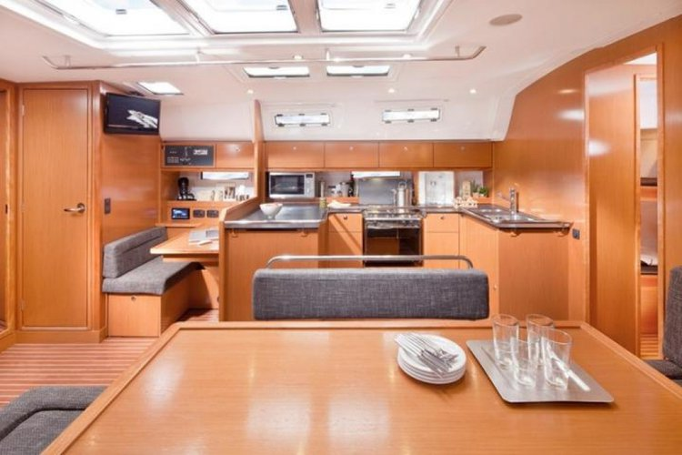 Up to 10 persons can enjoy a ride on this Bavaria boat