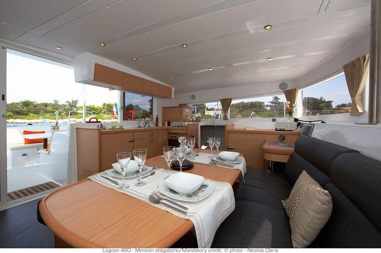 Discover Pontine Islands surroundings on this Lagoon 420 Custom boat