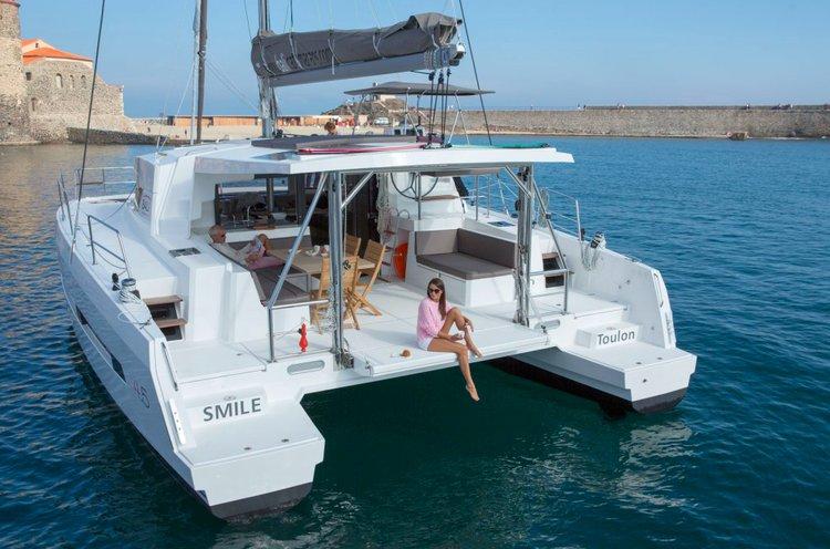 Discover Phuket surroundings on this Bali 4.5 Custom boat