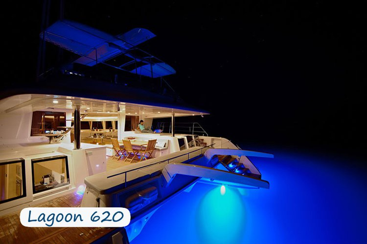 Discover Elba surroundings on this Lagoon 620 Custom boat
