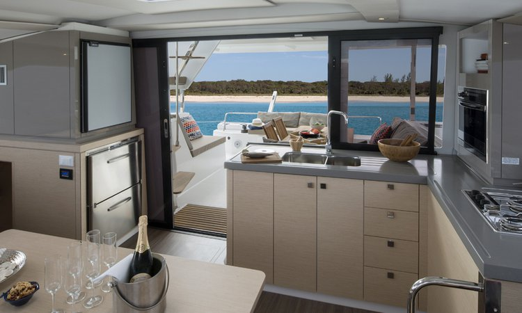 Discover Key West surroundings on this Lucia 40 Fountaine Pajot boat
