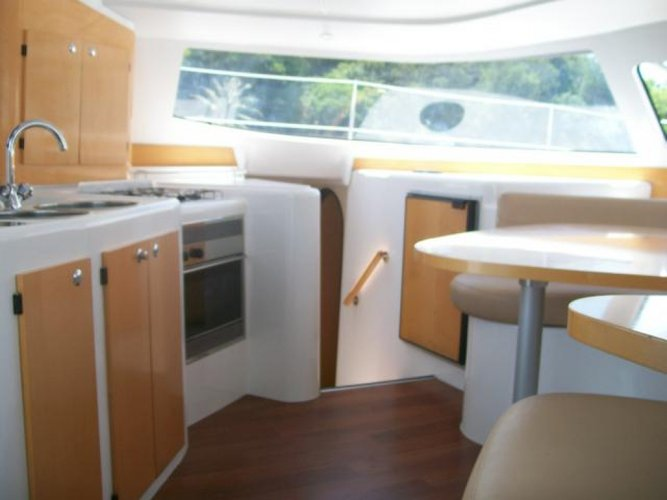 39.1 feet Fountaine Pajot in great shape