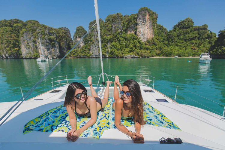 This 52.0' Lagoon cand take up to 42 passengers around Phuket
