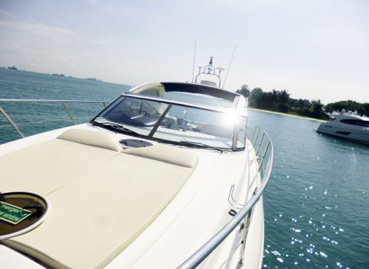Convertible boat for rent in Sentosa Cove