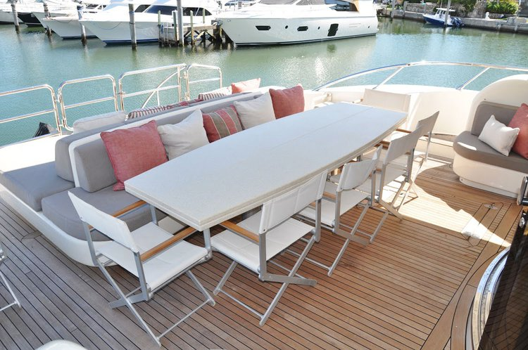 Discover Miami surroundings on this Flybridge Leopard boat
