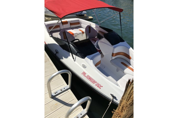 Discover Miami surroundings on this Challenger 180 Sea-Doo boat