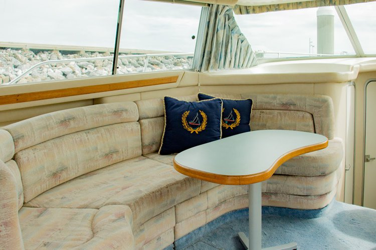 Cruiser boat for rent in Pattaya