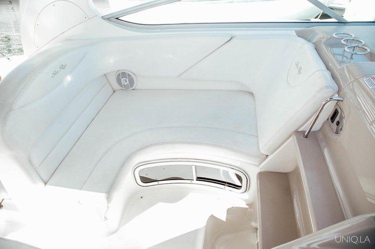 This 31.0' UNIQ cand take up to 6 passengers around Marina Del Rey