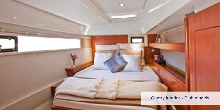 Discover St. John surroundings on this Mooring 4800 Custom boat