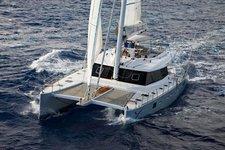 Explore Singapore aboard elegant and luxurious Sunreef 62