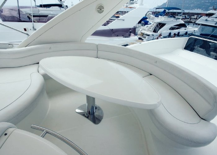 This 60.0' Azimut cand take up to 12 passengers around Marina Del Rey