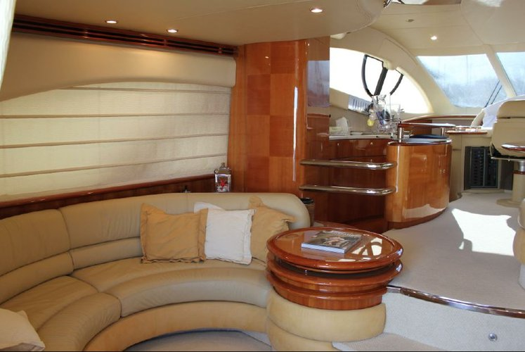 60.0 feet Azimut in great shape