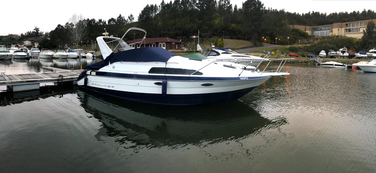 Discover Vila Nova de Gaia, Porto surroundings on this Bayliner Sunbridge 2755 Cruises boat
