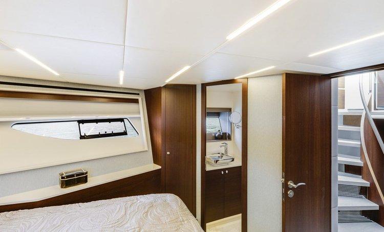 Motor yacht boat rental in Aberdeen,