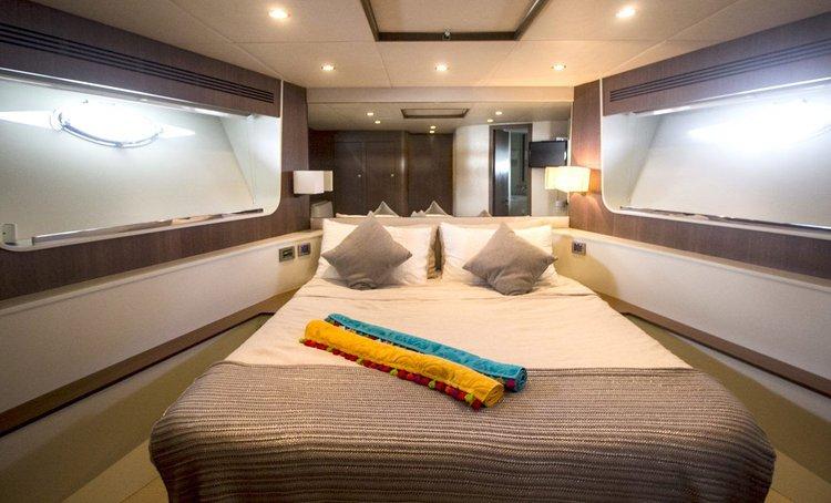 Motor yacht boat rental in Aberdeen, Hong Kong