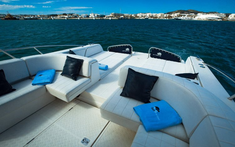 Up to 11 persons can enjoy a ride on this Motor yacht boat