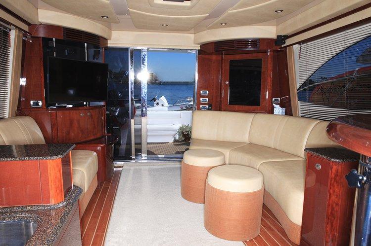 This 52.0' UNIQ cand take up to 12 passengers around Marina Del Rey