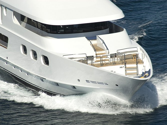 Up to 16 persons can enjoy a ride on this Mega yacht boat