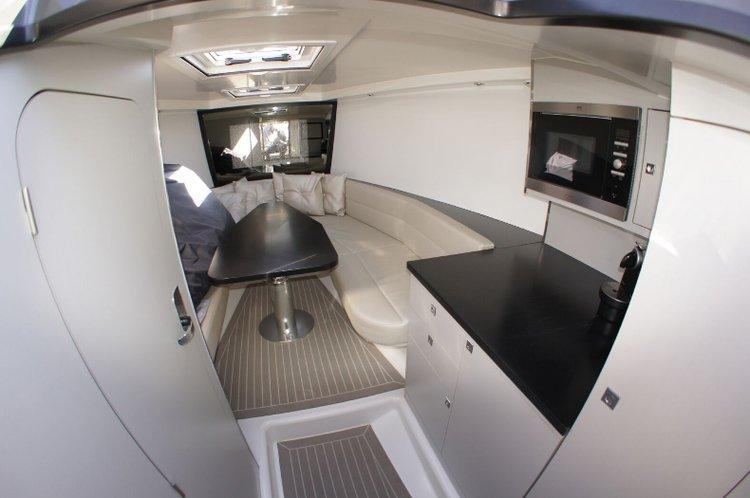 This 39.63' Van cand take up to 9 passengers around ibiza