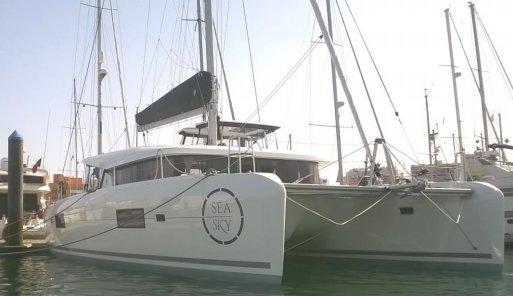 Catamaran boat rental in Doca de Alcântara - Porto de Lisboa,